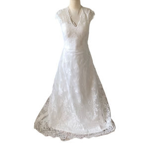 Stunning cap sleeve lace wedding gown